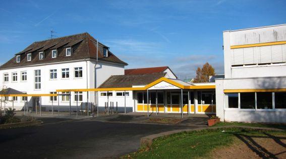 Schulgebäude vorne